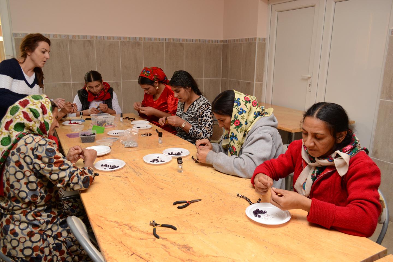 smiles300-Tileagd-ladies-crafts