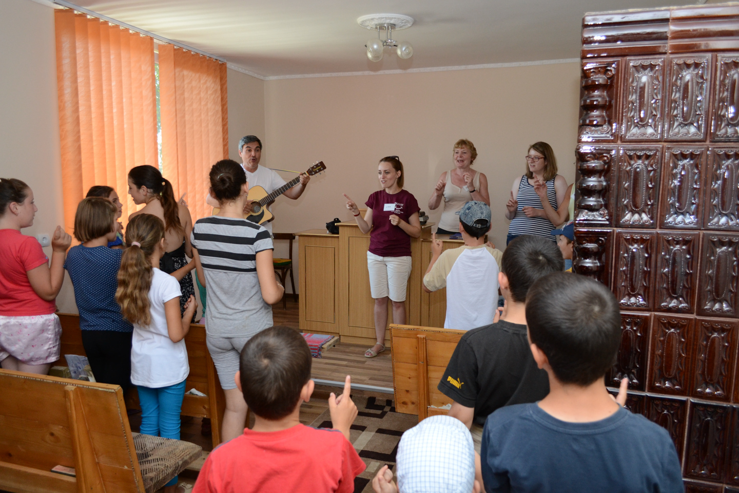 smiles400-childrens-outreach-singing