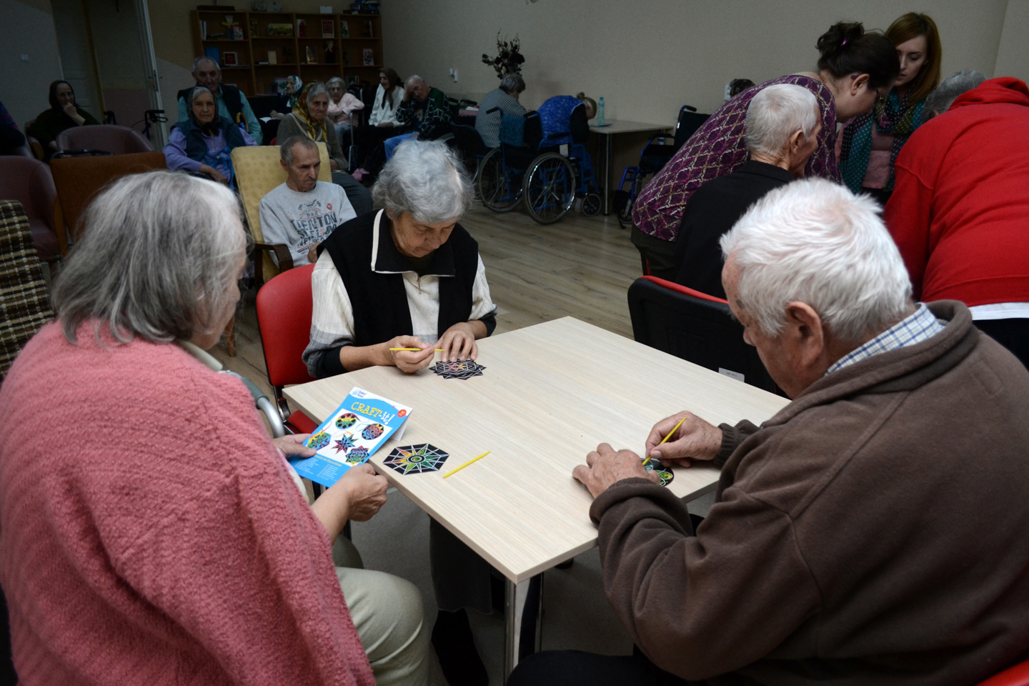 smiles500-elderly-centre-oradea-crafts