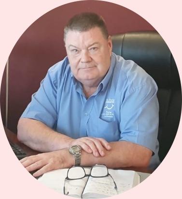 Kevin in Cihei Office, Romania